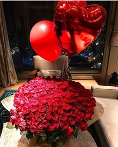 Birthday Surprise with Flower Delivery Singapore - Flower Delivery Singapore Diy Valentine's Day Decorations, Valentines Day Decorations, Valentines Bricolage, Valentines Diy, Valentine Roses, Flower Boxes, My Flower, Romantic Surprise, Luxury Flowers