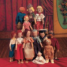 Lovingly - Jane Withers' Doll Collection: 181 American Wooden Pinn Family by Schoenhut Dollhouse Dolls, Miniature Dolls, Dollhouse Miniatures, Dolls Dolls, Jane Withers, Doll House People, Clothespin Dolls, Wooden Dolls, Custom Woodworking