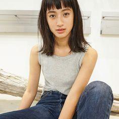 Pin by Midori Goto on ヘアスタイル in 2019 Short Bangs, Basic Tank Top, Short Hair Styles, Hair Beauty, Hairstyle, Midori Goto, Tank Tops, Beautiful, Color