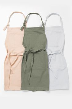 Our new Bonnie Apron is available in 3 colours & has the option to add name embroidery, making this the perfect treat for any home cook or artist, or as a beloved gift this Christmas🎄 Available now for $54.99 Name Embroidery, Earthy Color Palette, Professional Kitchen, Apron Designs, Fashion Forward, Going Out, Food Truck, Aprons, How To Wear