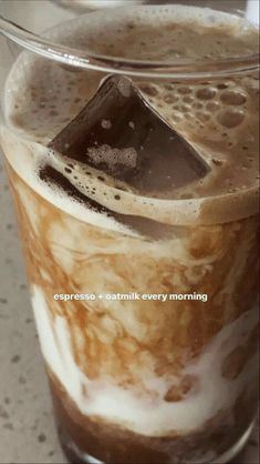 Coffee Is Life, Coffee Love, Coffee Break, Cream Aesthetic, Aesthetic Food, Love Eat, Love Food, Coffee Pictures, Coffee And Books