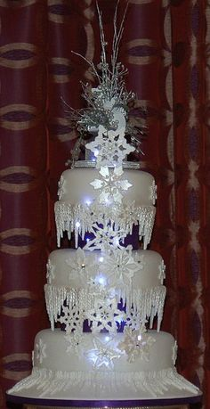 Christmas Wedding Cake Pictures | Christmas Wedding Cake with Icicles and Snowflakes by Braehead Cakes ...