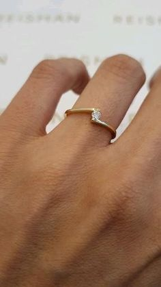 Simple Gold Rings, Gold Jewelry Simple, Gold Rings Jewelry, Delicate Rings, Ear Jewelry, Gold Chain Design, Silver Ring Designs, Gold Earrings Designs, Fancy Jewellery