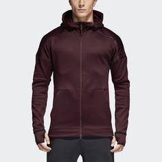 Get your mind right and the rest will follow. Built for the charged moments leading up to a match, this men's warm hoodie helps cut away distractions. It blocks out rain and chill and has a high funnel neck for extra coverage. The media pocket features a hole for your headphones, creating the ideal environment to get in the zone.