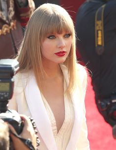 her bangs & hair & makeup. love. Taylor Swift Fashion Style