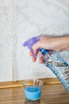 Voní azměkčuje prádlo připraní, alecokdyž tonení všechno, cotahle barevná tekutina umí? Vyzkoušejte aviváž jako skvěle vonící čisticí prostředek vdomácnosti avýsledkem budete překvapeni! Laundry Room Bathroom, Laundry Hacks, Interior Design Living Room, Clean House, Coco, Cleaning Hacks, Diy And Crafts, Life Hacks, Projects To Try