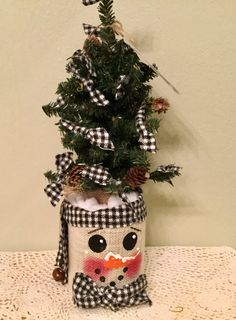Snowman Candle Can Wrap on Faux Rusty Can Upcycled Housewarming Holiday Snowman Prim Snowman Handmade Ready to Ship Primitive Fall Crafts, Pumpkin Crafts, Primitive Christmas, Christmas Projects, Christmas Diy, Christmas Arrangements, Christmas Centerpieces, Christmas Dinnerware Sets, Bazaar Crafts