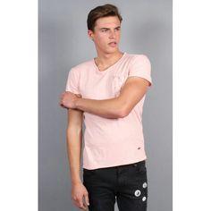 Men's Style, Men's Fashion, Mens Tops, T Shirt, Male Style, Moda Masculina, Supreme T Shirt, Men Styles, Fashion For Men
