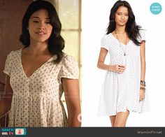 Jane's white floral print v-neck button-front dress on Jane the Virgin.  Outfit Details: http://wornontv.net/53296/ #JanetheVirgin