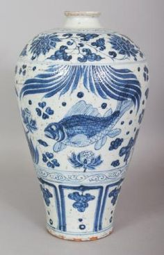 A CHINESE YUAN STYLE BLUE & WHITE PORCELAIN MEIPING