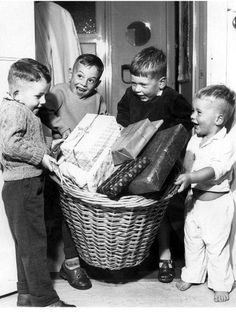 Saint Nicholas' Eve, a Dutch feast for children. Children holding a basket full of presents. The Netherlands, ~ Photo by Walter Blum Vintage Pictures, Old Pictures, Old Photos, Sweet Memories, Childhood Memories, Robert Walser, St Nicholas Day, Old Photography, Christmas Past