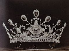 Then in 1902, Lady Paget was given another diamond and emerald tiara, just in time for the Coronation of Edward VII