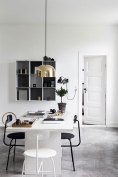 Afteroom Chair, GM Pendant Lamp, Inspiration for a modern workspace – available at Crioll Interior Studio & Design Shop, Eindhoven Interior Exterior, Home Interior, Interior Styling, Interior Decorating, Holiday Decorating, Scandinavian Style, Scandinavian Interior, Monochrome Interior, Minimalist Interior