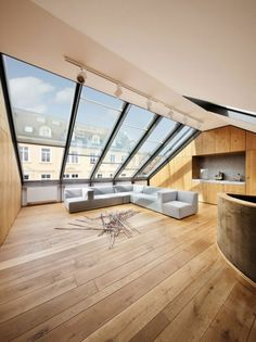 cocooning lounge with light wood floor and large windows on the roof . pretty cocooning lounge with light wood floor and large windows on the roof . Attic Design, Home Room Design, House Design, Loft Design, Rooftop Design, Mansard Roof, Balkon Design, Roof Extension, Attic Conversion
