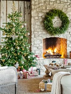 Sweet and Simple- Christmas Tree Decorating Ideas #tree #home #magazine