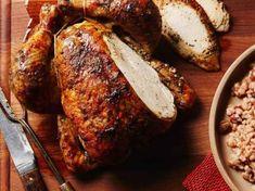 La variété de textures et saveurs de ce riz pilaf complémente bien les herbes françaises utilisées dans la cuisson de ce poulet rôti.  | Le Poulet du Québec