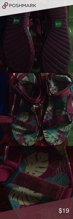 Women's sandals Never worn size 9 Pink Women's Sandals Never worn No ticket size 9 pink Designer Cougar COUGAR Shoes Sandals