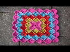How to make the Crochet Shell Stitch Left Hand Version - http://www.knittingstory.eu/how-to-make-the-crochet-shell-stitch-left-hand-version/