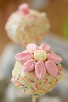Vickie's marshmallow pops - made these for the Yuppiechef cakepop challenge :-)