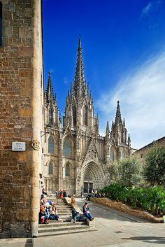 La Catedral, la iglesia más importante de #Barcelona http://www.viajarabarcelona.org/lugares-para-visitar-en-barcelona/la-catedral/