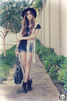 Love the accessories added to spruce a everyday look that anyone could pull off. The bracelets, love them! The huge leather bag should be a staple in any girls closet as well as a light weight sleeveless cozy.