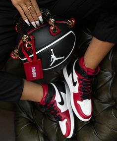 Dr Shoes, Cute Nike Shoes, Swag Shoes, Nike Air Shoes, Hype Shoes, Sneakers Nike, Yeezy Sneakers, Air Jordan Sneakers, Shoes Sport
