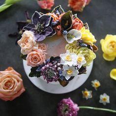ㅡ 노란장미가너무이쁘네. ✨ party cake design. Soocake.  ㅡ  #flower #cake #flowercake #partycake #birthday #weddingcake #buttercreamcake #buttercream #Halloween #designcake #soocake #플라워케익 #수케이크 #꽃스타그램 #버터크림플라워케이크 #베이킹클래스 #플라워케익클래스 #생일케익 #수케이크  www.soocake.com vkscl_energy@naver.com