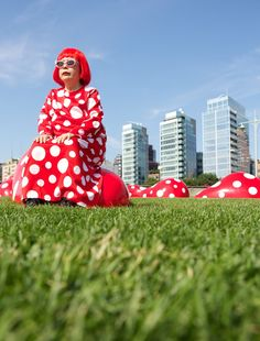 Julie Skarratt Photography of  Yayoi Kusama's Visit to NY for Louis Vuitton and The Whitney opening - back to NYC after 29 years