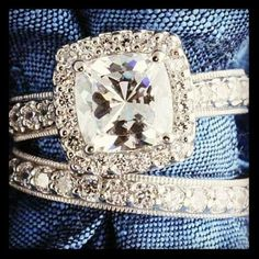 Omg, typically only like wedding bands, but this vintage set is gorgeous! Love! 20th anniversary ♥