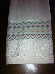Cross Stitch Embroidery, Hand Embroidery, Bordado Tipo Chicken Scratch, Swedish Embroidery, Swedish Weaving, Cross Stitch Borders, Bargello, Line Design, Towel