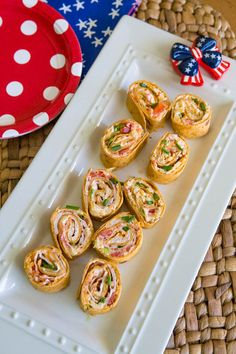 Spicy firecracker pinwheels make an awesome appetizer recipe for a patriotic party this summer. Rolled with a cream cheese filling and taco seasonings, kids will gobble these pinwheels up even though there are fresh veggies hidden inside. Spicy Appetizers, Appetizers For Party, Appetizer Recipes, Easy Meals For Kids, Kids Meals, Cream Cheese Pinwheels, Spicy Vegetarian Recipes, Pinwheel Recipes, Firecracker