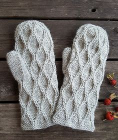 Albert-lapaset, ohje kirjassa Klompelompe neuleita kaikkiin vuodenaikoihin Mittens, Gloves, Knitting, Fingerless Mitts, Tricot, Breien, Fingerless Mittens, Stricken, Weaving