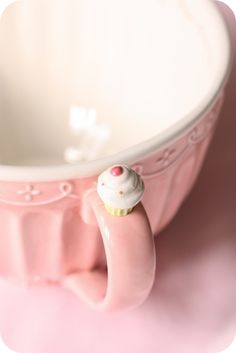 Super cute cupcake cup. This would be so easy to do with a pretty cup, a small clay trinket, and some strong glue. Cute gift idea!