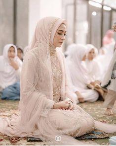 Muslim Wedding Gown, Kebaya Wedding, Muslimah Wedding Dress, Muslim Wedding Dresses, Muslim Brides, Muslim Couples, Muslim Women, Bridal Hijab, Hijab Bride