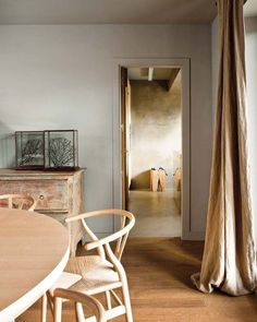 Spanish Interior by Alfons Tost, interesting rustic wall colour Spanish Interior, Brown Curtains, Linen Curtains, Hans Wegner, Wooden Dining Tables, Contemporary Interior Design, Wishbone Chair, My New Room, Interior Design Inspiration