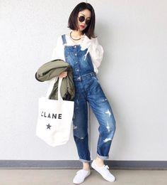 . 白のブラウスにオーバーオールを合わせた春コーデ  Photo by @lve_xxxx   Top... #gu  Overalls... #zara  Shoes... #keds  Bag... #clane   MINE公式アプリではファッションを中心とした動画を毎日更新中 プロフィールリンクからDLできます   ハッシュタグ#mineby3mootdを付けたコーディネートを募集中紹介させていただくことも  #mineby3mootd #MINEBY3M #ootd #outfit #fashion #coordinate  #instafashion #beaustagrammer #fashionista #outfit #igfashion #カジュアルコーデ #春コーデ #シンプルライフ #シンプルコーデ #ケッズ #スニーカー女子 #お洒落さんと繋がりたい