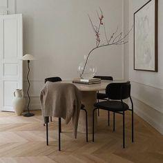 "The Straw Journal — on Instagram: ""@carolinastorm"" Beautiful Interior Design, Beautiful Interiors, Interior Design Inspiration, Home Decor Inspiration, Deco Addict, Dining Room Inspiration, Scandinavian Home, Room Interior, Decoration"