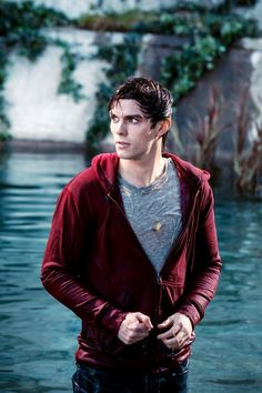 Nicholas Hoult in Warm Bodies...why does he have to be so attractive!
