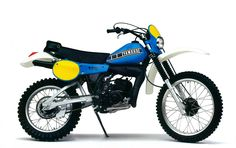 Moto Enduro, Honda Scrambler, Yamaha Motorcycles, Scrambler Motorcycle, Motorcycle Clubs, Cars And Motorcycles, Enduro Vintage, Vintage Bikes, Santa Cruz Bicycles
