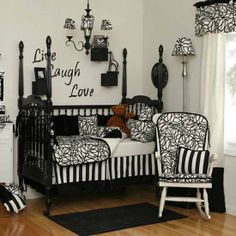 Decorating tips: a class deco black and white decoration
