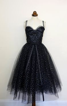 Flip in the heat in our occasion clothing which get too hot to facilitate, with bodycon midis to effectively A-line minis it's all right here. Emo Dresses, Dance Dresses, Tuelle Dresses, Couture Dresses, Bridal Dresses, Black Women Fashion, Womens Fashion, Fashion 101, Fashion Ideas