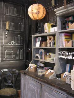 Mur tableau noir + dessins bibliothèque