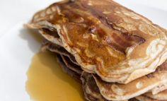 Obtenez à tous les coups des pancakes épais et moelleux grâce à cette recette typique des USA avec du buttermilk. Un délice facile à faire !