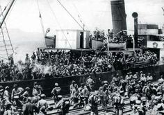 Yunan işgal kuvvetleri İzmir limanından Anadolu'ya sevk edilirken. (1919). Greek occupation forces were being transported to Anatolia from İzmir port. (1919)