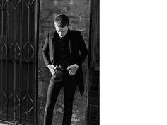 Saint Laurent オリジナル ミッドウエスト スキニージーンズ(ヴィンテージブラックローストレッチデニム) - ysl.com