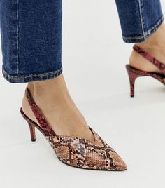 Find the best selection of ASOS DESIGN Savannah slingback kitten heels in mixed snake. Shop today with free delivery and returns (Ts&Cs apply) with ASOS! Fashion Shoot, Fashion Models, Fashion Trends, Asos, Carrie Bradshaw, Fashion Stylist, Who What Wear, Savannah Chat