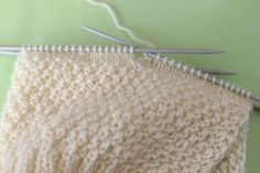 Free knitting instructions for baby hat : MATERIAL a ball of wool in the desired color with barrel length 150 m / 50 g, needle size 3 mm. Baby Cardigan Knitting Pattern Free, Baby Hats Knitting, Baby Knitting Patterns, Free Knitting, Easy Knit Hat, Knitting For Charity, Baby Hat Patterns, Free Baby Stuff, Crochet