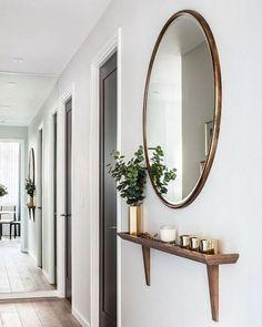 Trendy Decor Entryway Stairs Mirror Ideas How Should The Entree De. Flur Design, Home Design, Interior Styling, Interior Decorating, Decorating Ideas, Hallway Decorating, Interior Design, Thin Shelves, Muebles Living