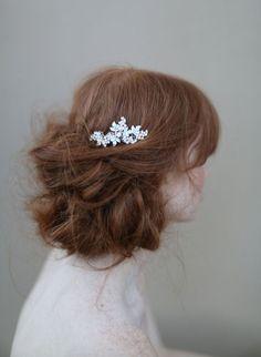 Bridal hair comb crystal headpiece Crystal grape by myrakim kultaisena hiusten taakse