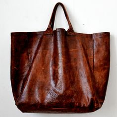 Omg...who makes this gorgeous bag???